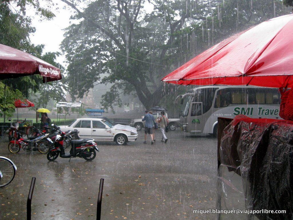 Lloviendo a mares en Ayutthaya