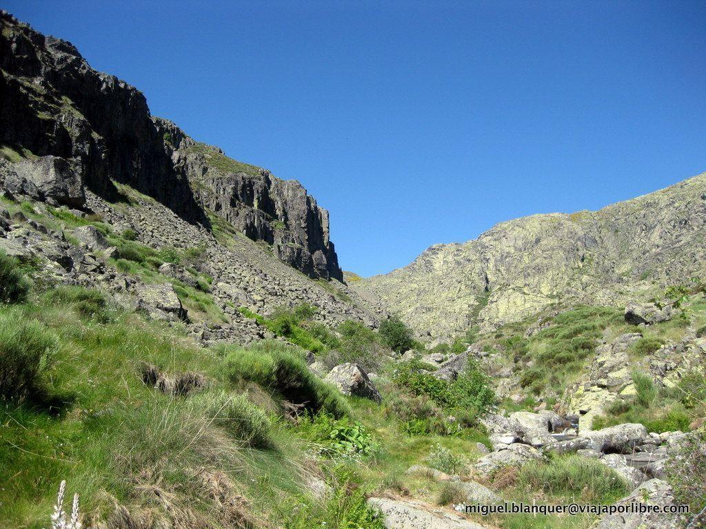 Subiendo al Canchal de la Ceja