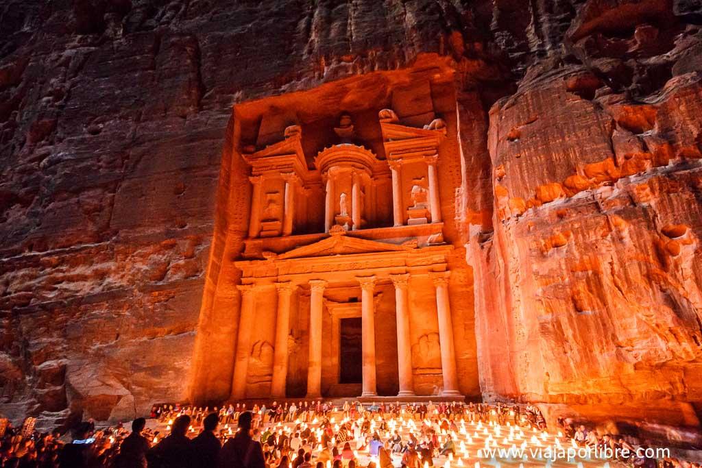El Tesoro, Al-Khazneh, a la luz de las velas