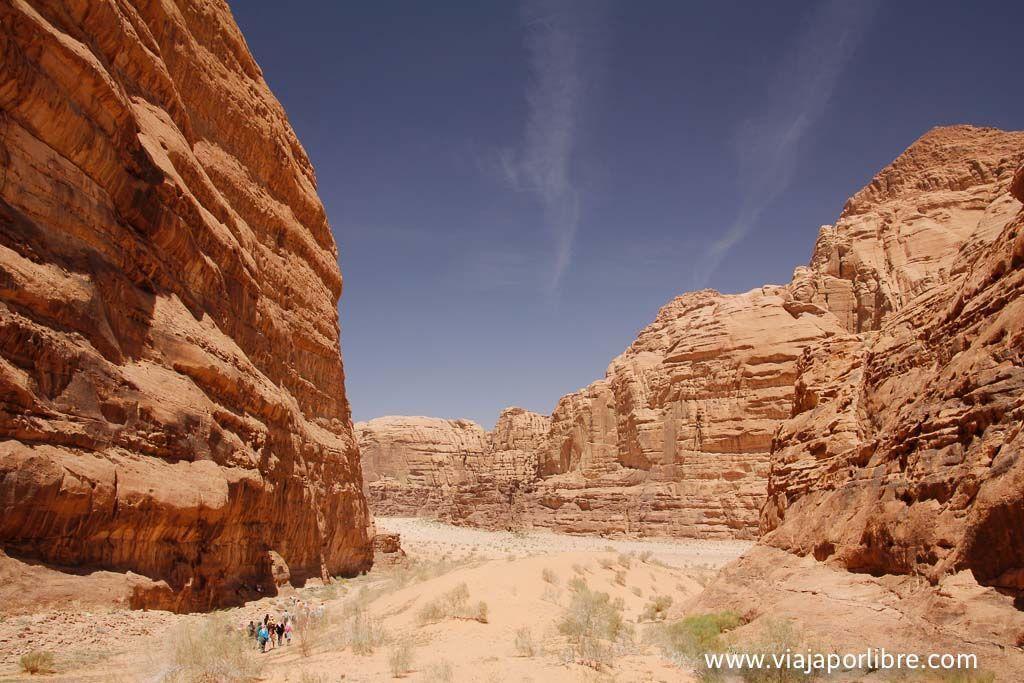 Somos pequeños en Wadi Rum