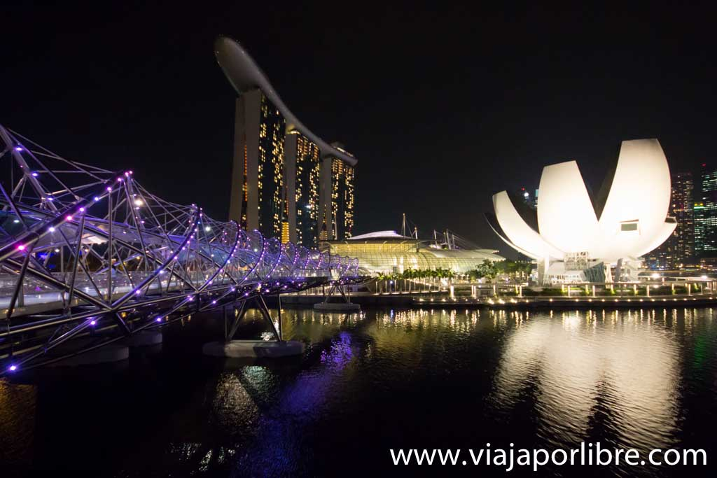 Helix Bridge y Marina Bay Sands