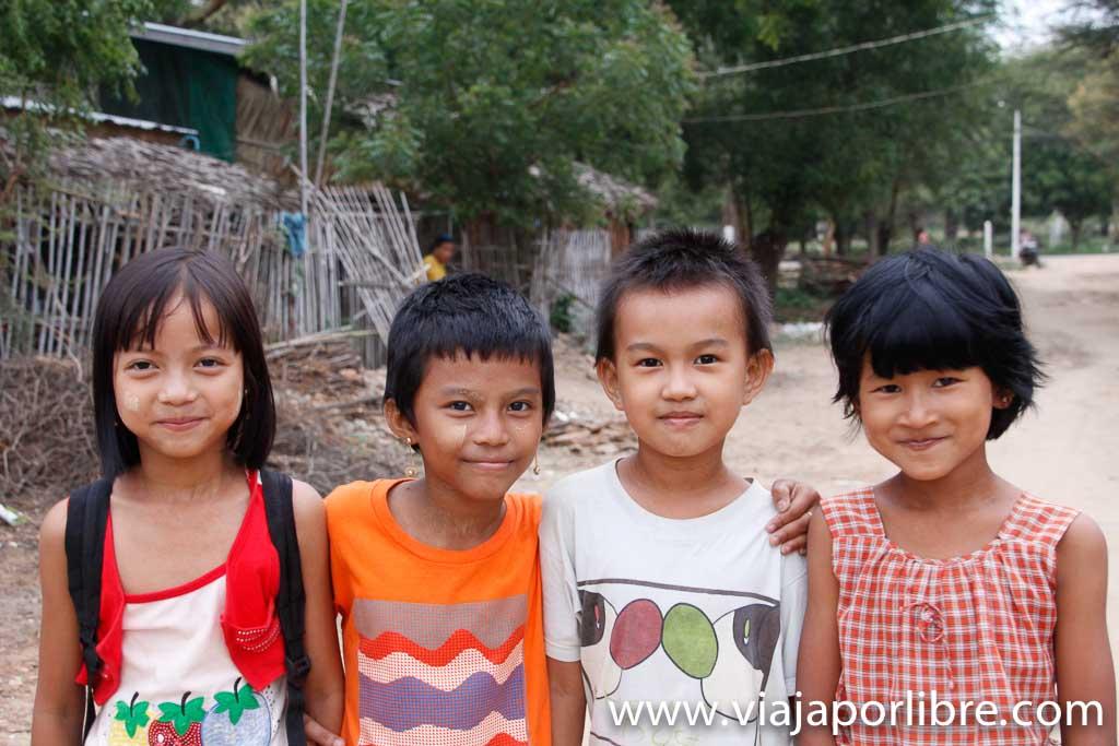 Niños en New Bagan
