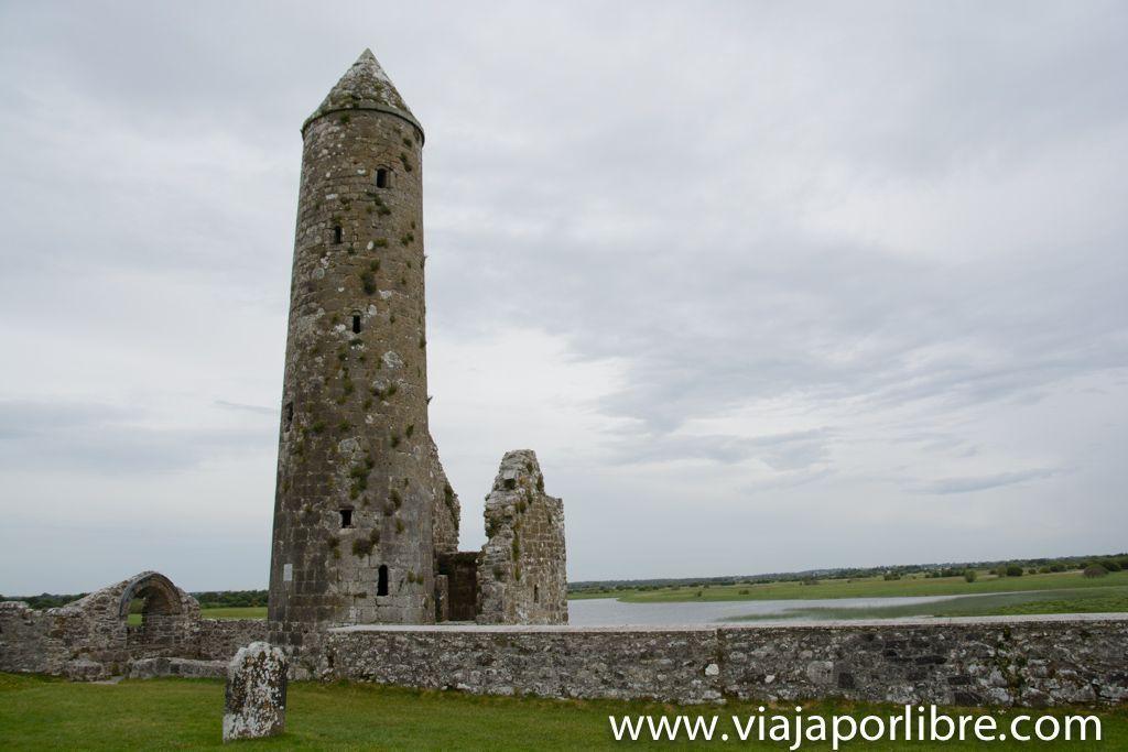 Monasterio de Clonmacnoise - Temple Finghin