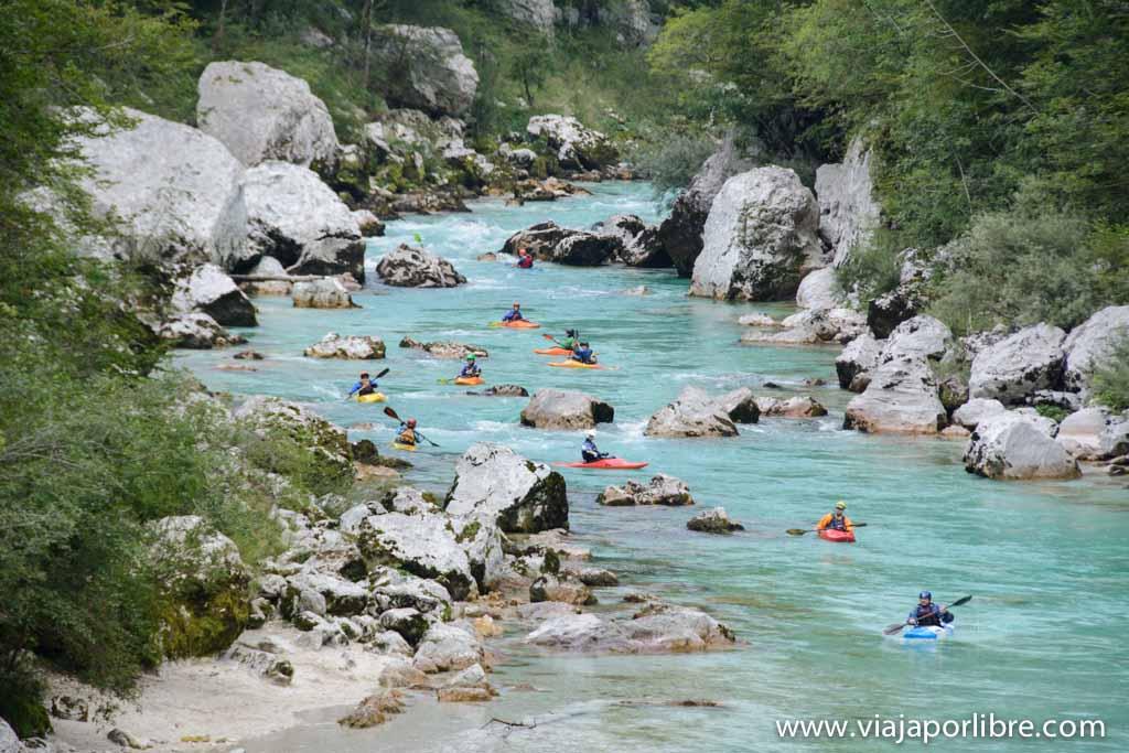 Senderismo en Eslovenia - El Alpe Adria Trail - Kayaks en el Soça