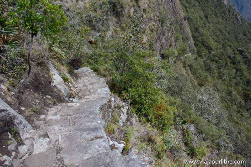 Escaleras de vértigo en Machu Picchu Montaña