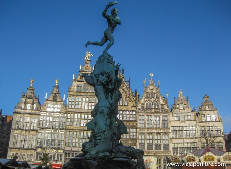 Amberes - Estatua de Brabo y la mano del gigante