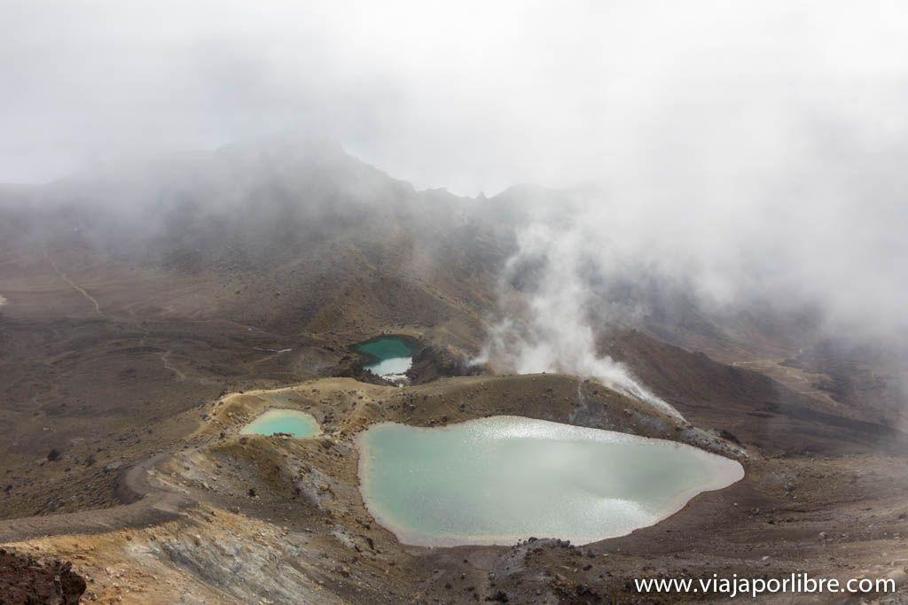 Tongariro Alpne Crossing - Emerlald Lakes