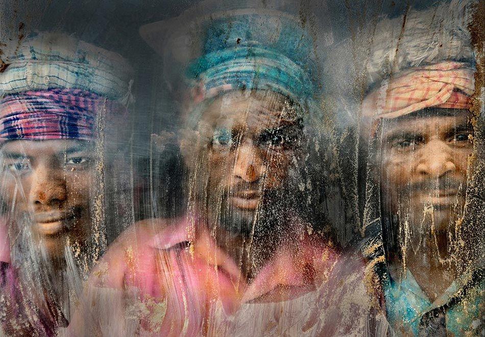 Trabajadores de la gravilla - Autor : Faisal Azim