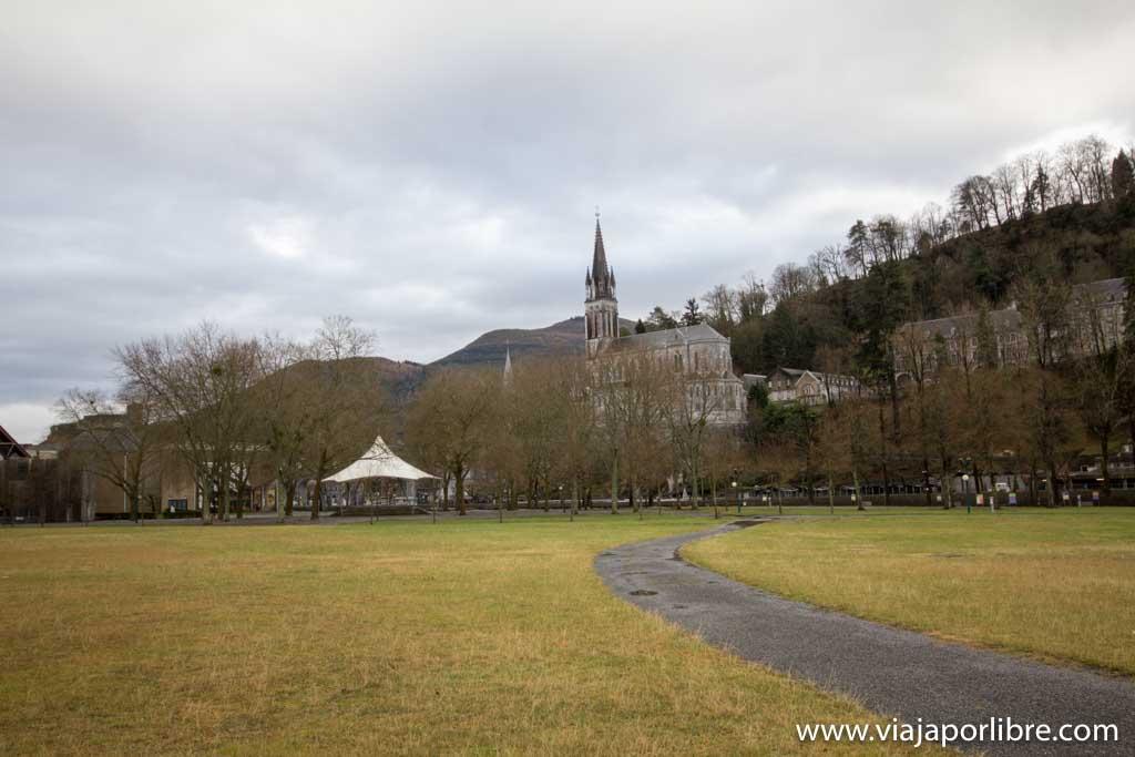 Santuario de Lourdes. Entrada de la Pradera