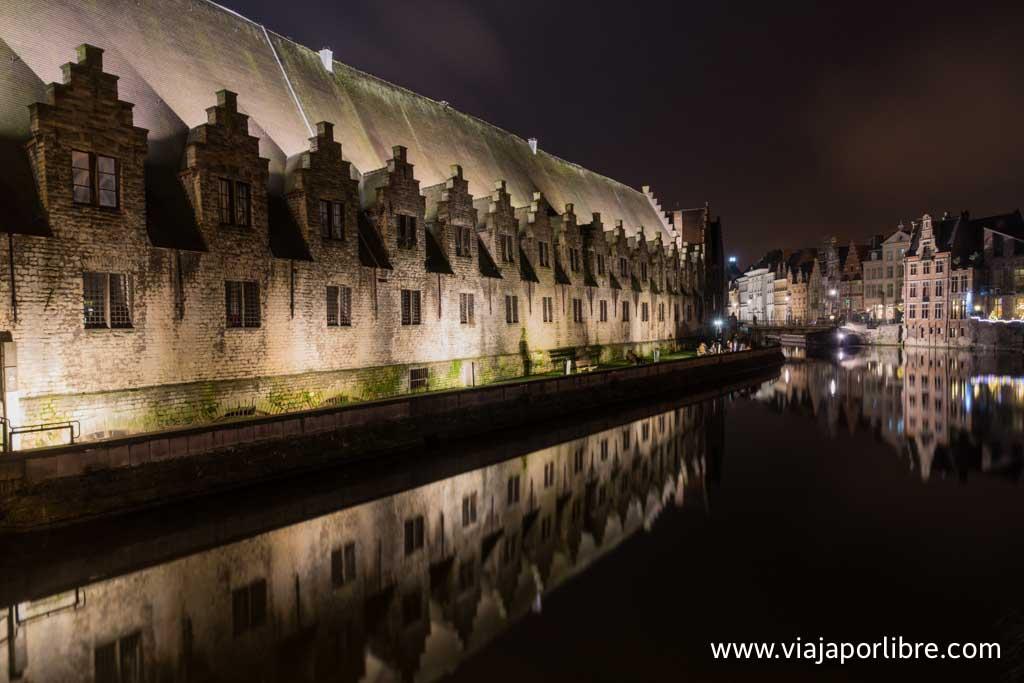 La ciudad de Gante por la noche