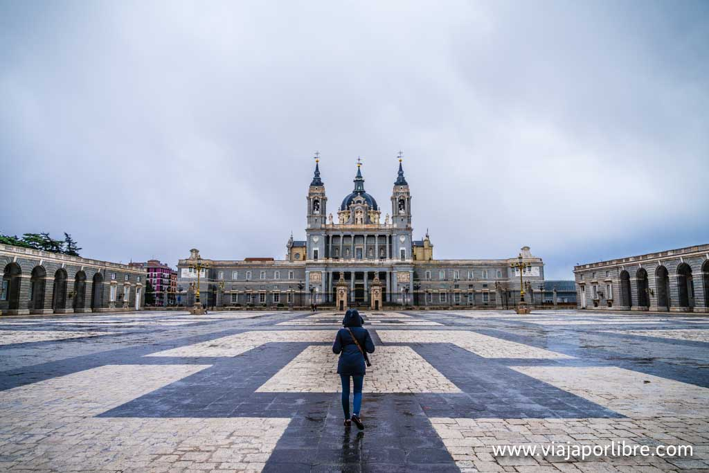 Palacio Real de Madrid con la Almudena al fondo