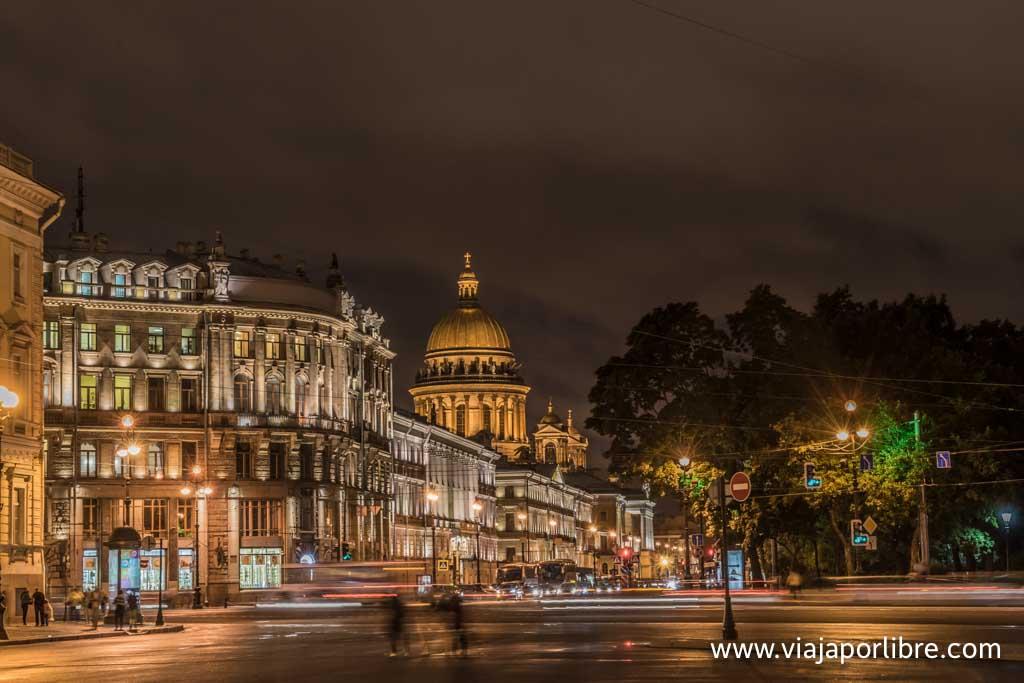San Petersburgo de noche