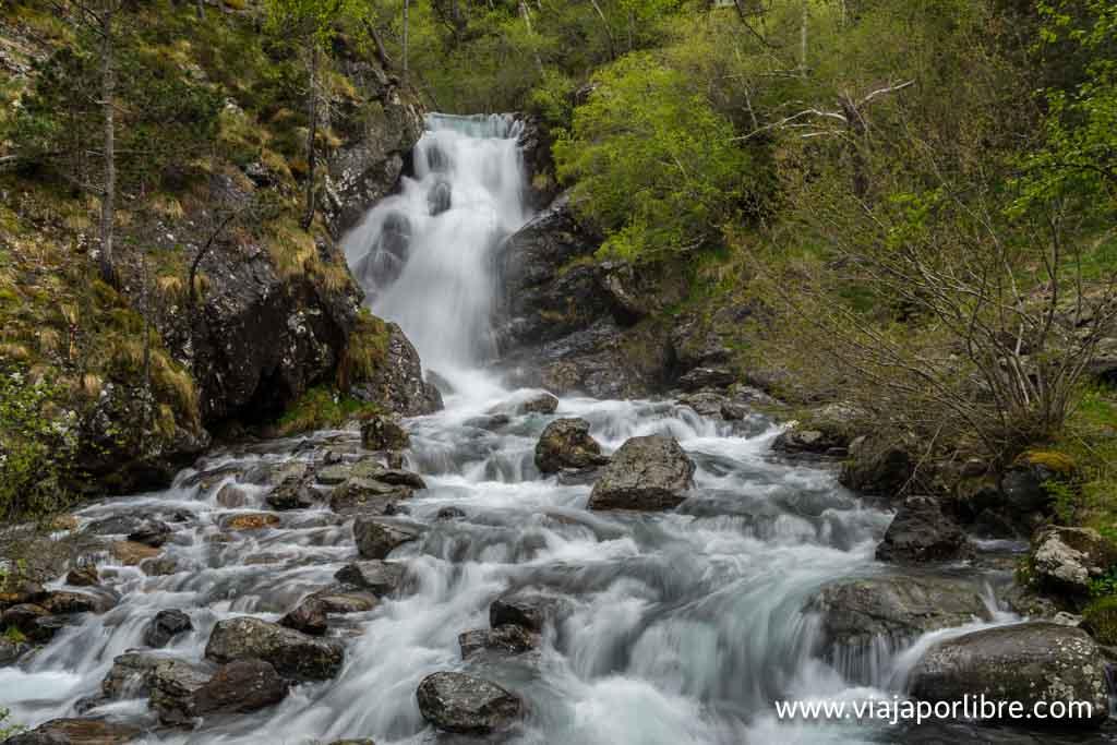 Cascada en la ruta al Comapedrosa