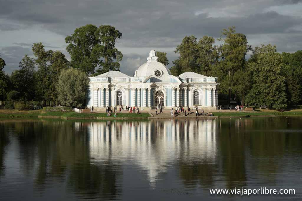 Los jardines junto al Palacio de Pushkin - Pabellón Grotto