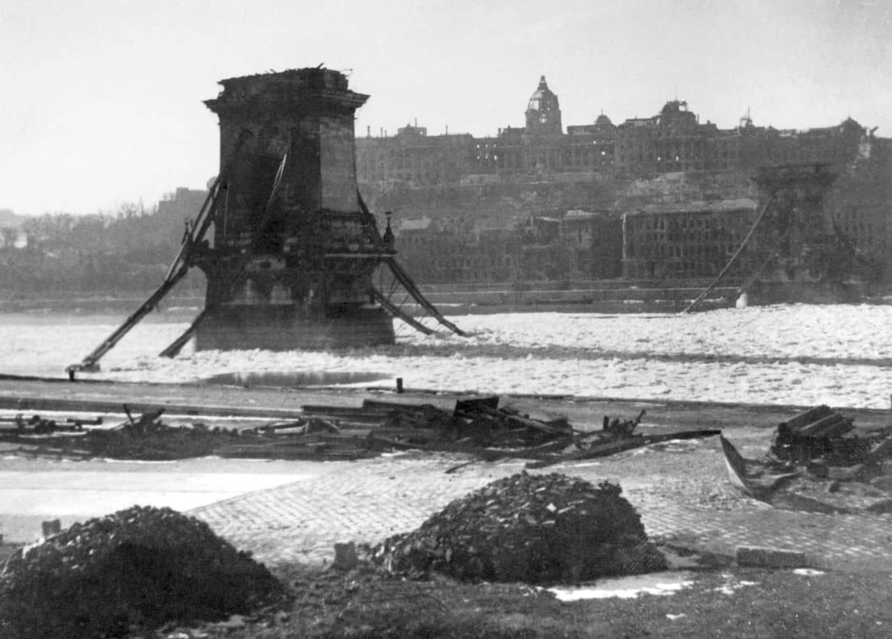 Puente de las cadenas en la Segunda Guerra Mundial