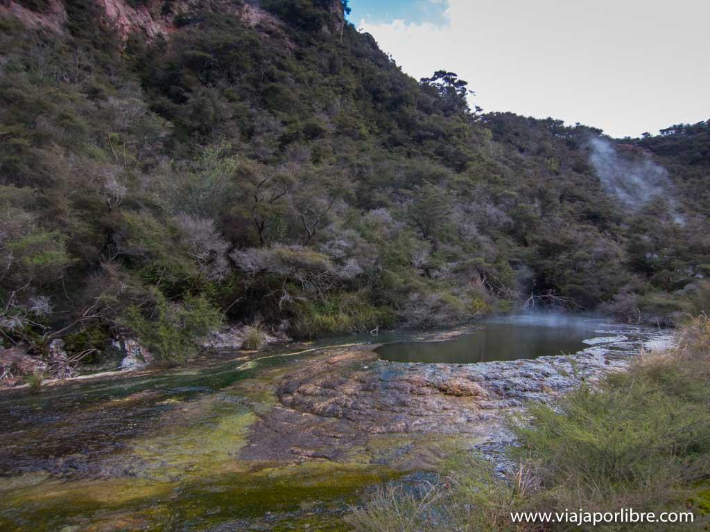 El valle volcánico de Waimangu en Nueva Zelanda