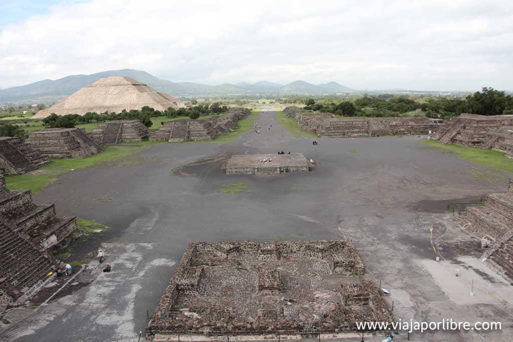 Calle de los Muertos desde la Pirámide de la luna