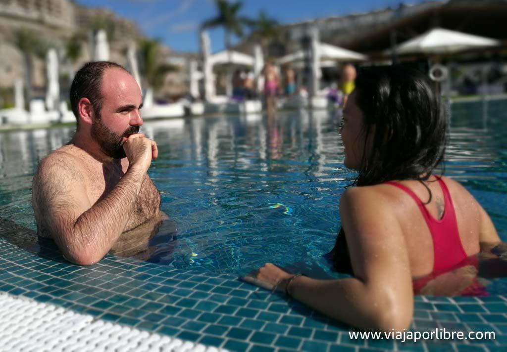 Jesus de Vero4Travel e Irene de Tragaviajes en Amadores Beach Club