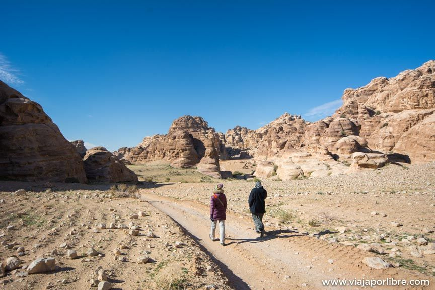 La maravillosa ruta entre Pequeña Petra y Petra