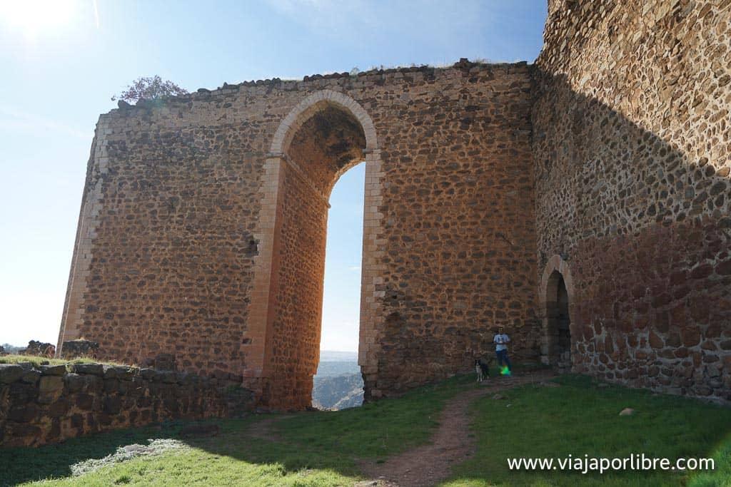 Arco apuntado del Castillo de Montalbán
