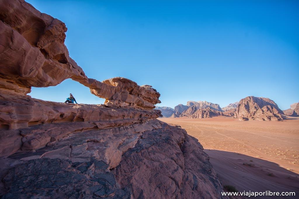 Mirador entre Jebel Ikhnaisser y Jebel Abu Kashaba