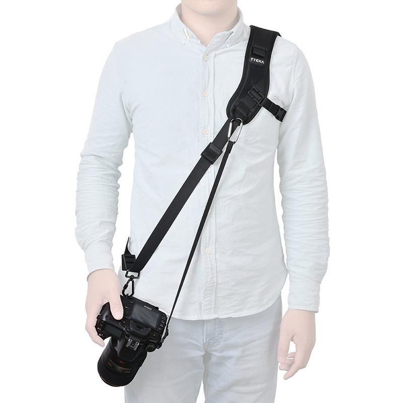 Como enganchar la cámara réflex a la mochila