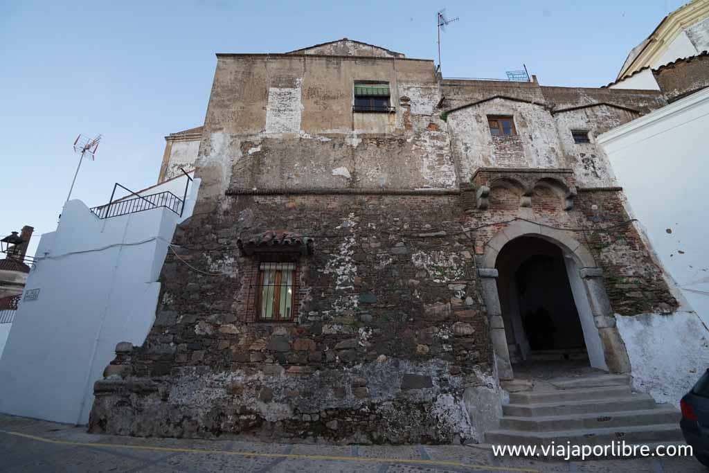 Puerta de la Villa y Capilla de San Antonio
