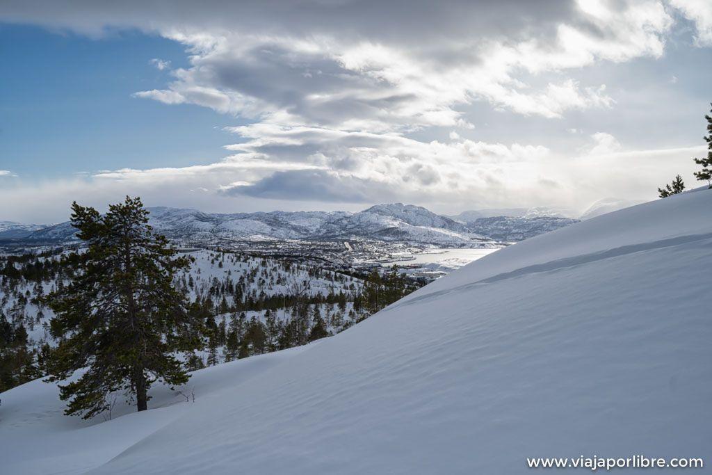 Ruta a Komsa, el mirador perfecto de Alta en Noruega