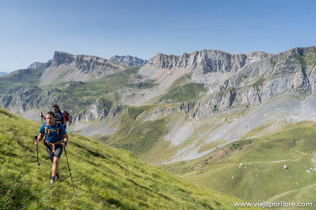 Travesía y ascensión al Mallo de Acherito (Pirineos)