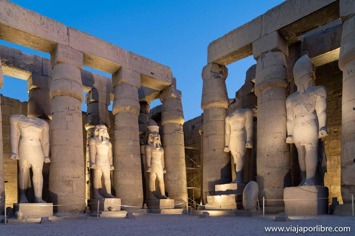 Visita nocturna al templo de Luxor en Egipto