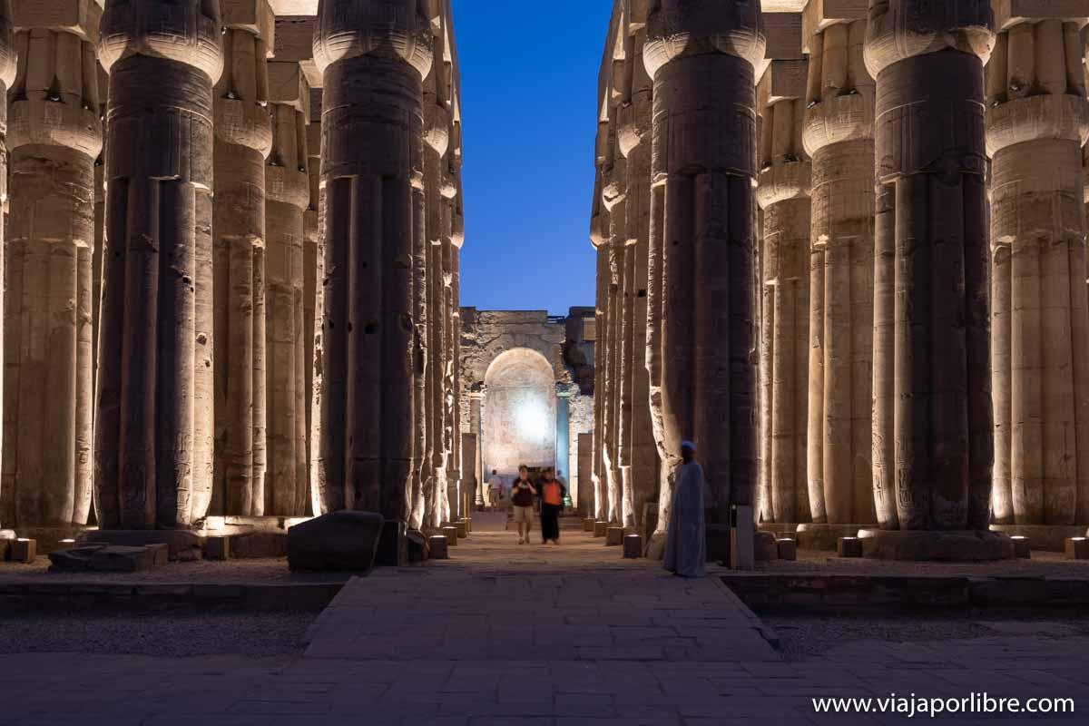 Noche en el templo de Luxor