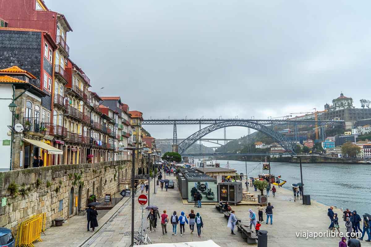 El Puente Luis I a lo lejos