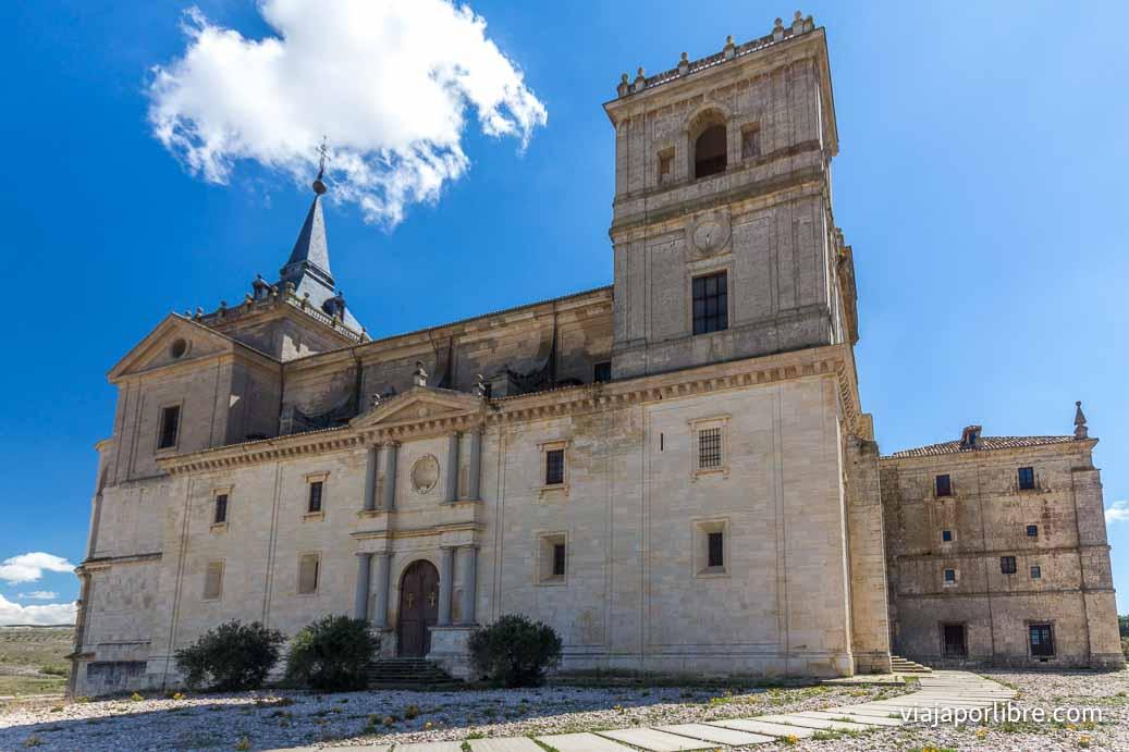 Fachada del monasterio