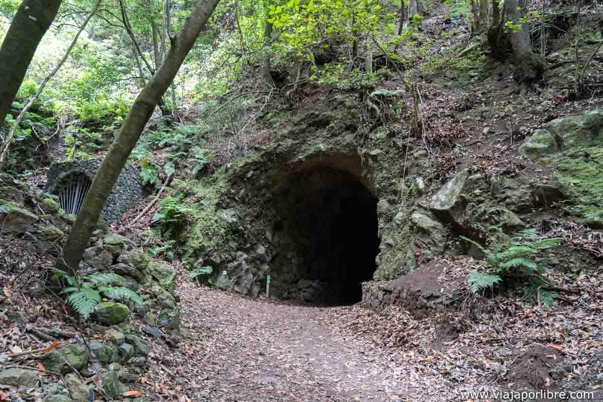 Túnel antes del parking de Tilos
