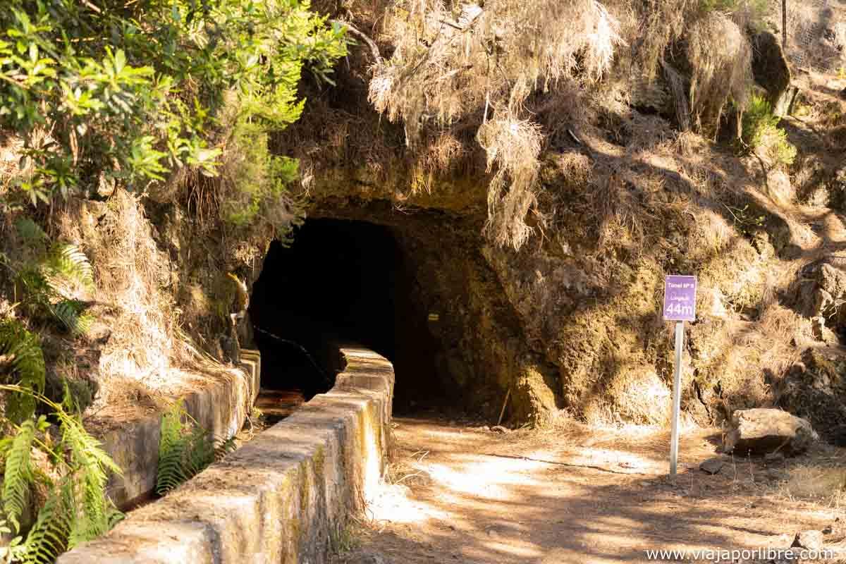 Entrada a uno de los túneles