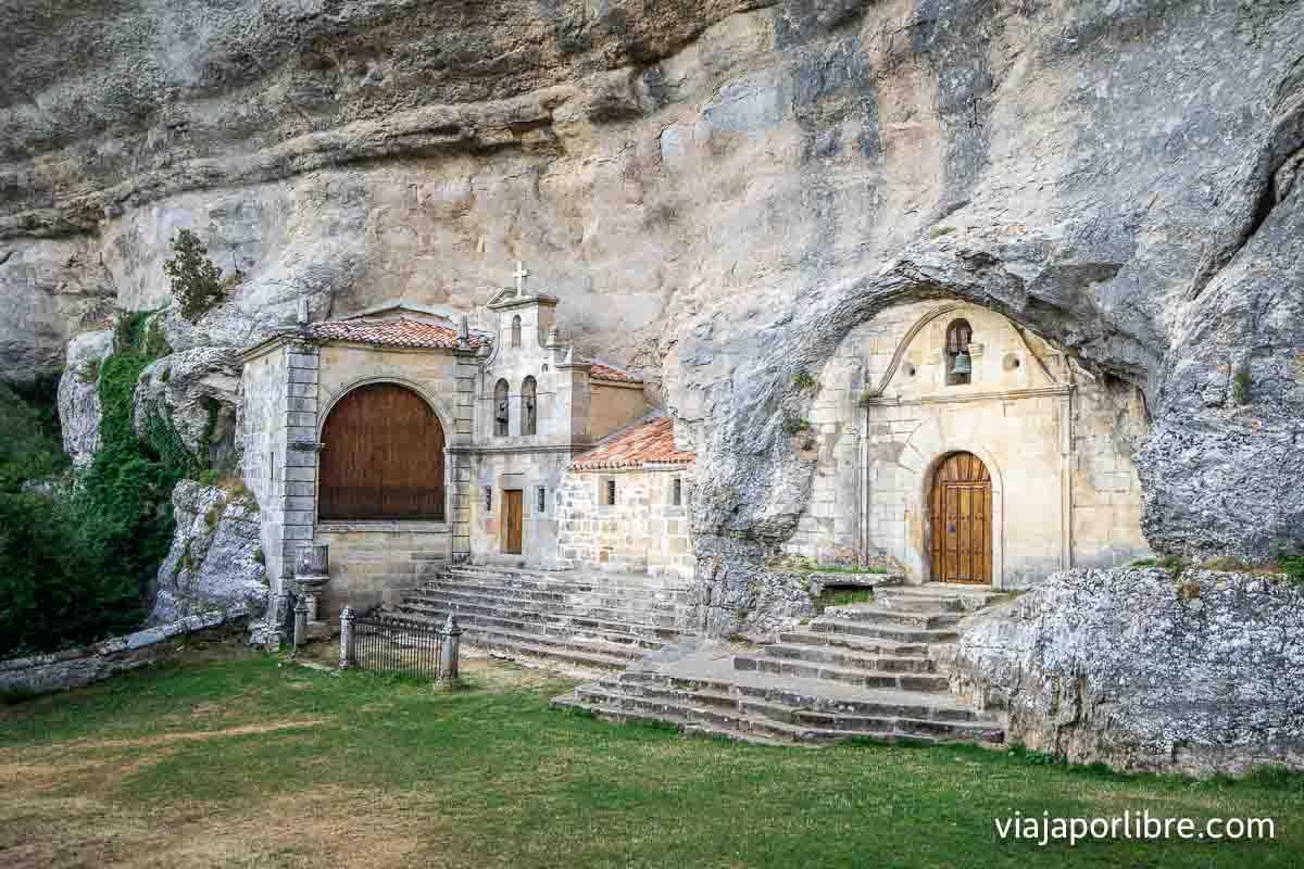 Monumento natural de Ojo Guareña o Ermita de San Bernabé
