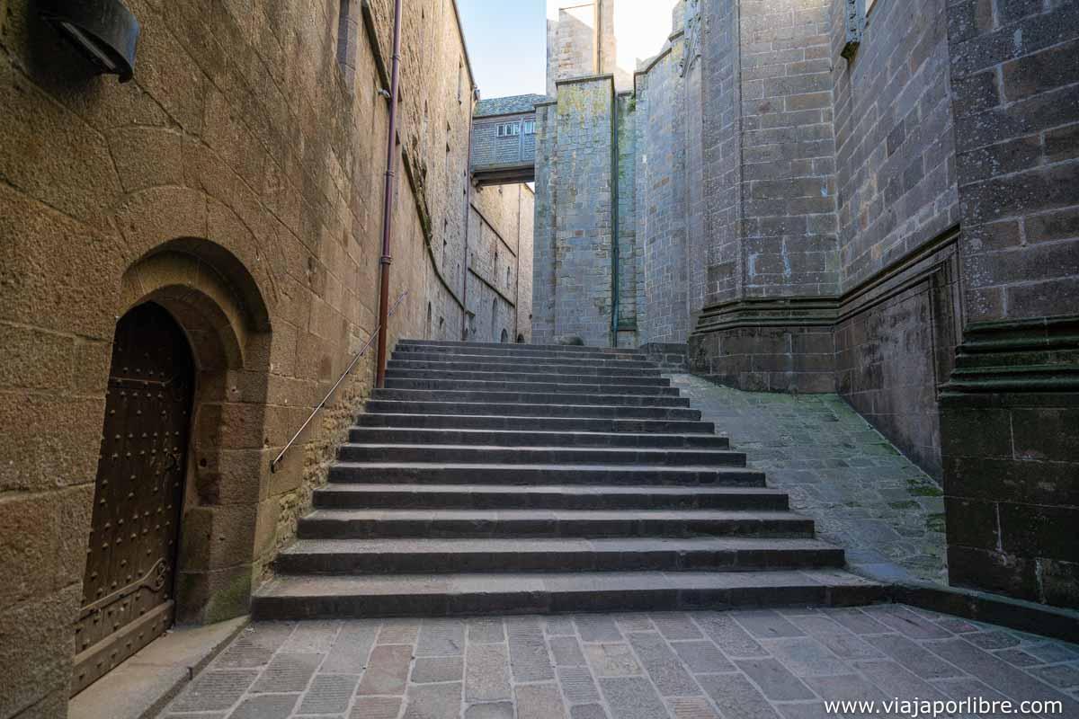Escaleras de entrada a la abadía