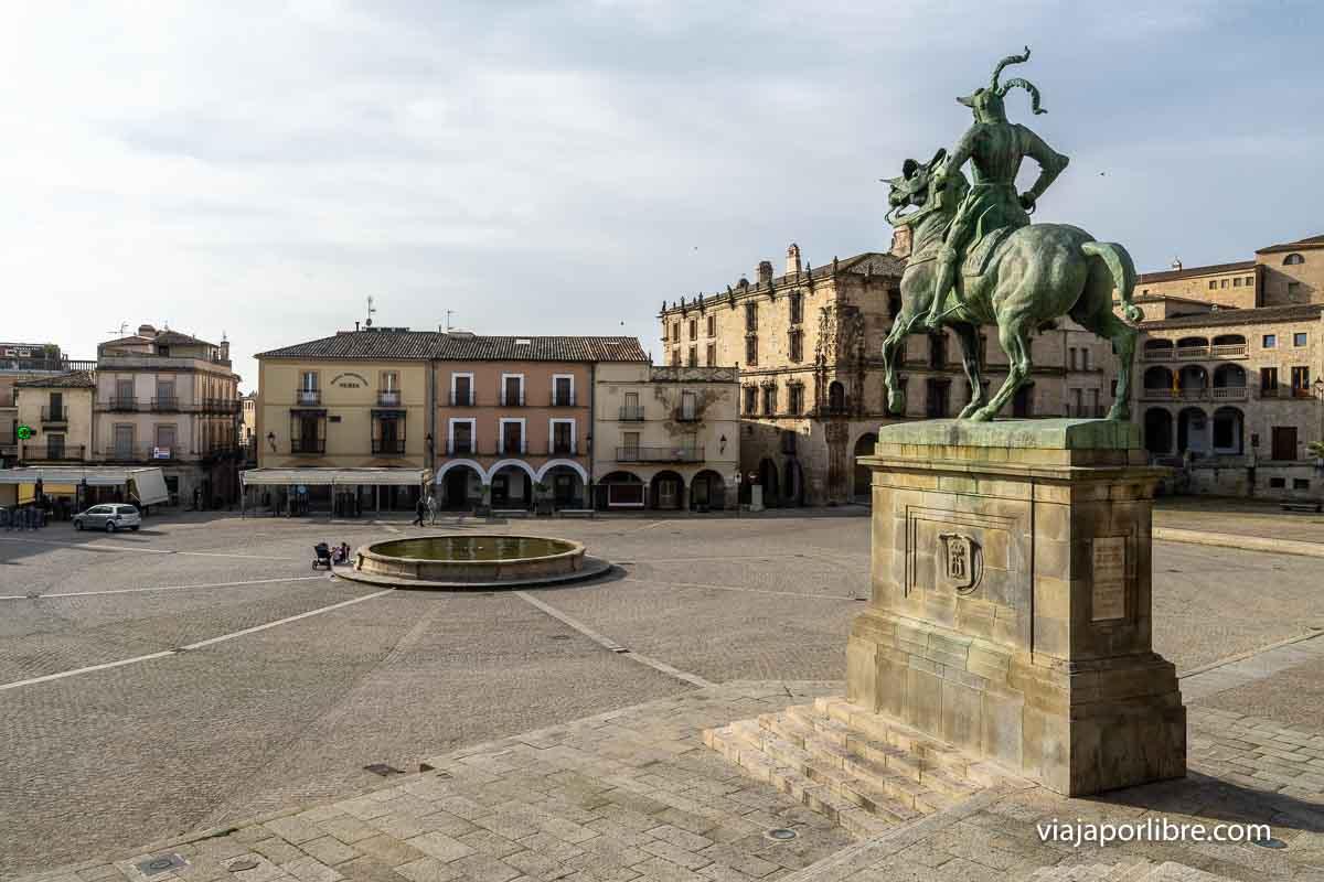 La Estatua de Pizarro