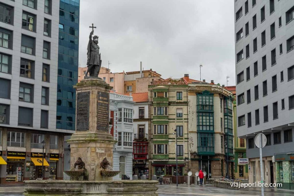 Estatua de Don Pelayo